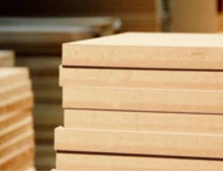 材_胶合板是由三层以上单板胶合而成,共分阔叶树材胶一合板和针叶树材胶